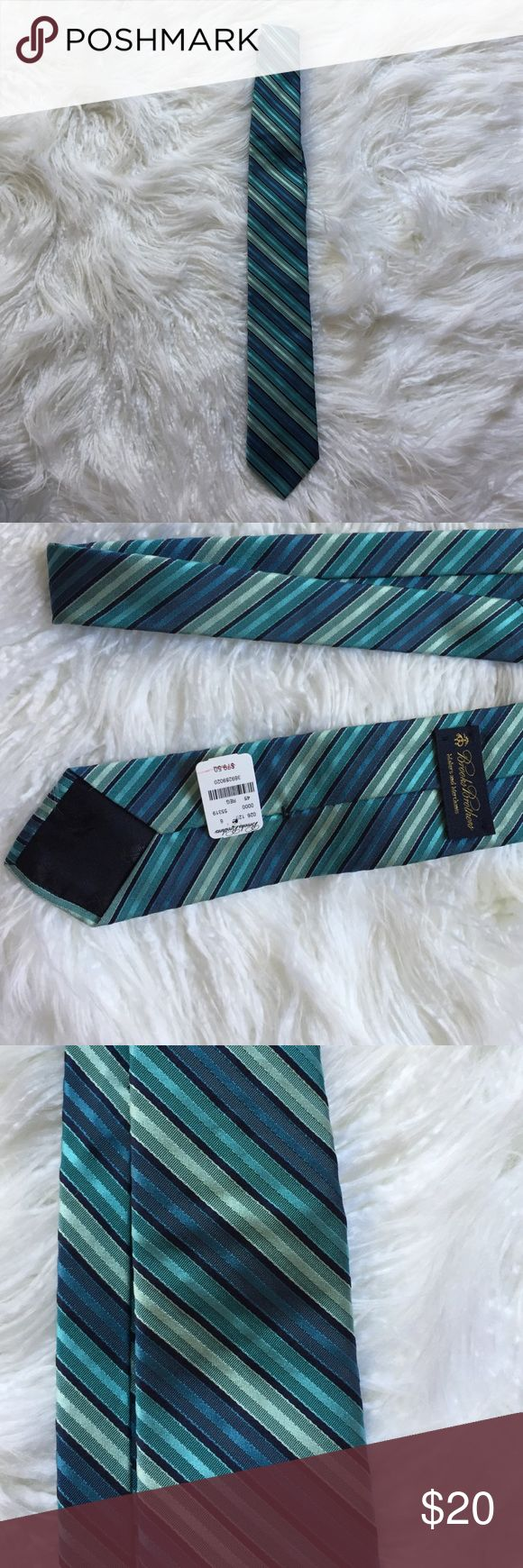 NWT Brooks Brothers bankers stripe tie Beautiful NWT brooks Brothers tie with multi blue bankers stripes Brooks Brothers Accessories Ties