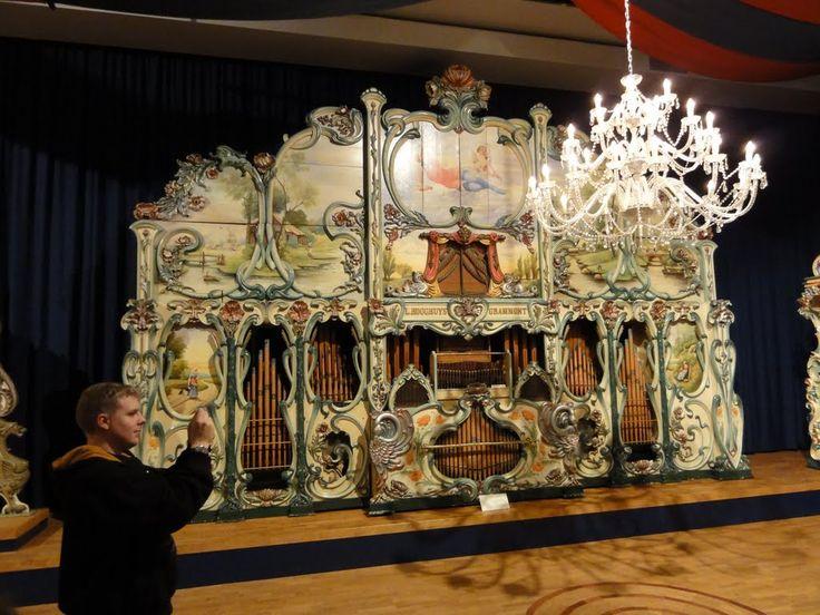 Dance organ L. Hooghuys Grammont. Museum 'Speelklok tot Pierement', Utrecht.