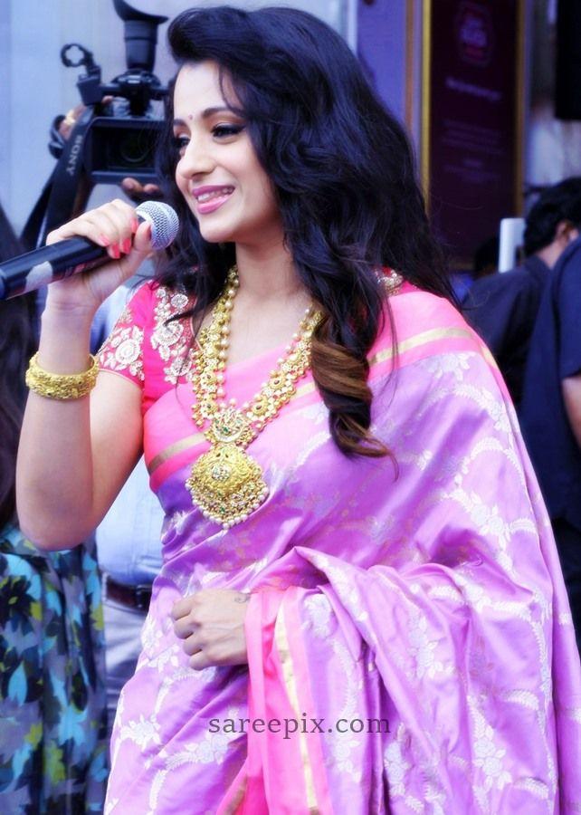 Actress-Trisha-Sailesh-Singhania-silk-saree-NAC-jewellery-launch-Kanchipuram