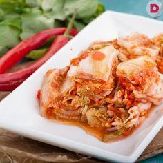 Эта капуста по-корейски, или кимчи, знакома многим. Острая, пряная, с дразнящим аппетит ароматом чеснока и красного перца – это потрясающее блюдо понравится и вам.