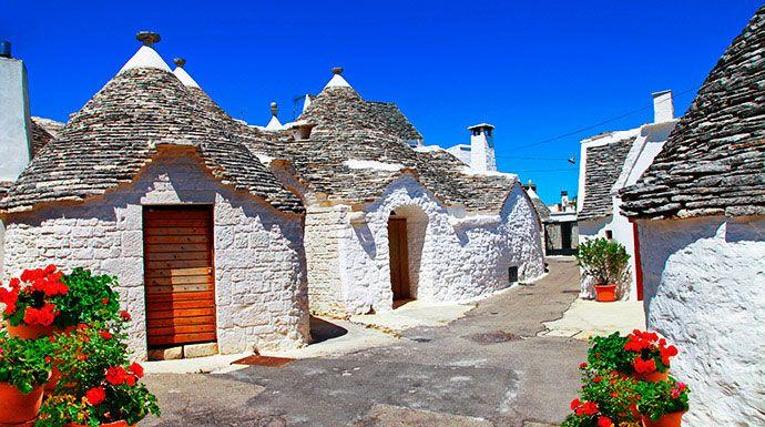 Patrimonio mondiale dell'umanità, i trulli di #Alberobello sono testimonianza di una civiltà scomparsa, esempio sorprendente dell'antica architettura popolare.