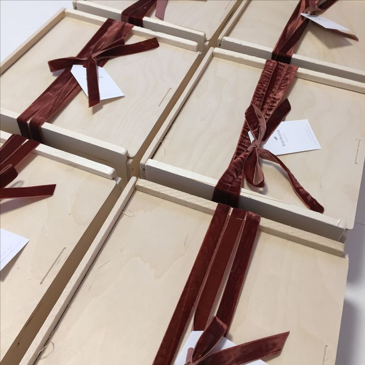 Gift wrap ideas | brown velvet ribbon around a wood box | pretty gift | custom gift box | client gifts | corporate gift | mishloach manot | barbona gifts
