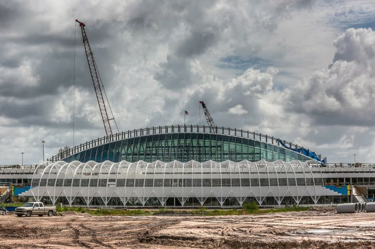 Construção do novo edifício da Universidade Politécnica da Flórida. http://www.engenhariaeconstrucao.com/2014/03/universidade-politecnica-da-florida.html