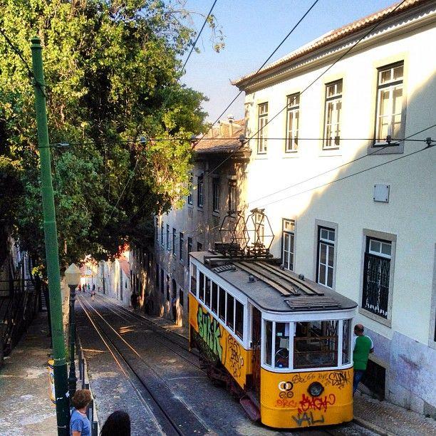 Elevador da Glória - Embarque numa viagem única no mais famoso elevador de Lisboa!