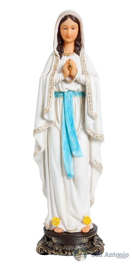 Virgen De Lourdes  Material:    Poliresina: La advocación católica de Nuestra Señora de Lourdes hace referencia a las dieciocho apariciones de la Virgen María que Bernadette Soubirous (1844-1879) afirmó haber presenciado en la gruta de Massabielle, a orillas del río Gave de Pau, en las afueras de la población de Lourdes, Francia, en las estribaciones de los Pirineos.