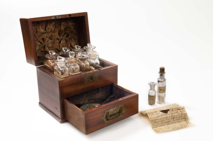Medicine chest, gifted by Mrs F Hutchinson, collection of Hawke's Bay Museums Trust, Ruawharo Tā-ū-rangi, 58/48