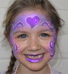 Kinderschminken-Herzchen-lila-Kinderfest