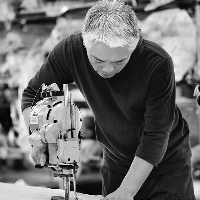 . High quality clothing of CURLY&Co is made by skilled artisan. . #curly_co #madeinjapan  #japanmade  #cool  #beautiful  #fashionpost  #mensfashion  #cutandsew  #fashionaddict  #fashion  #dailywear #sewingfactory  #kagawa #artisans