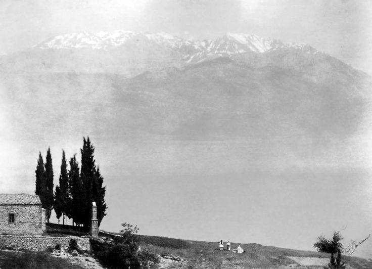 Fred Boissonnas, δεκαετία 1900, Ζεμενό Αράχοβας με φόντο τον Παρνασσό.