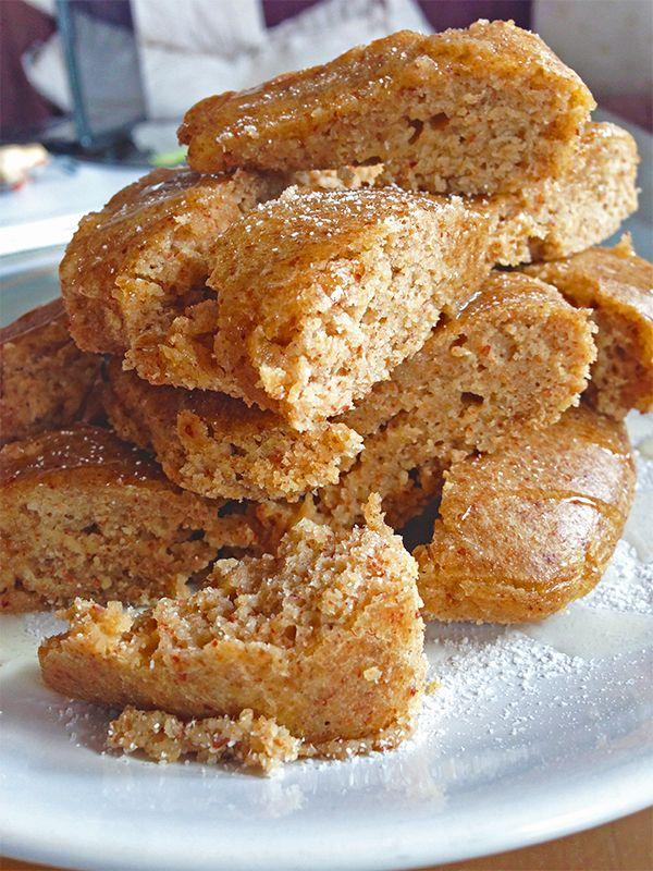 biscocho jugozo de almendras (harina de almendras, de avena, centeio, huevo, queso)