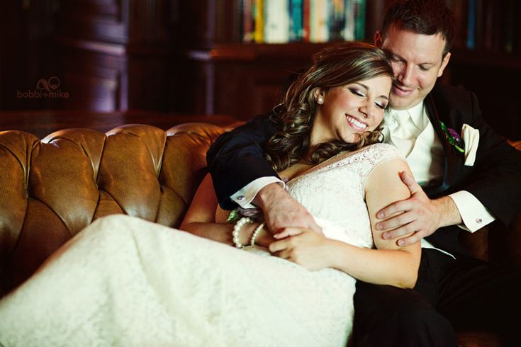 WeddingWedding Photography, Green Couch, Photos Ideas, Brides Grooms, Leather Couch, Couple Photos On Couch, Wedding Photos, Church Benches, Beach Wedding