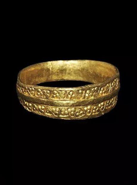 Viking finger ring / 9th-11th century AD.