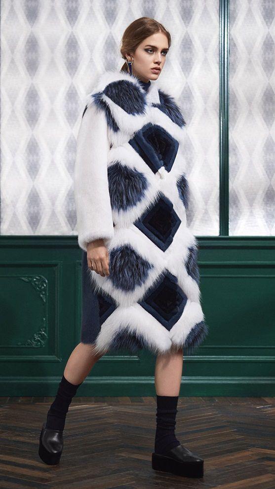Fendi самые модные итальянские шубы Милан -  модные тренды - мех и шубы зима 2016/2017 - какие шубы в моде Зима 16/17 #fur #fashion #winter #winter2016/2017 #fashiontrend #шуба #трендзима2016