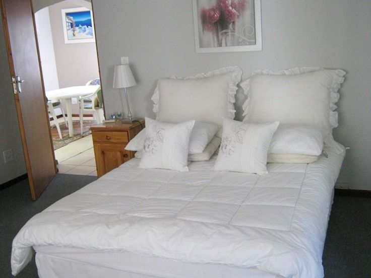 Flamingo Villa - Flamingo Villa is situated in the upmarket suburb of Table View and is within easy walking distance of Riet Vlei.  It is a natural and protected wetland known for its bird life and panoramic views of Table ... #weekendgetaways #bloubergstrand #southafrica
