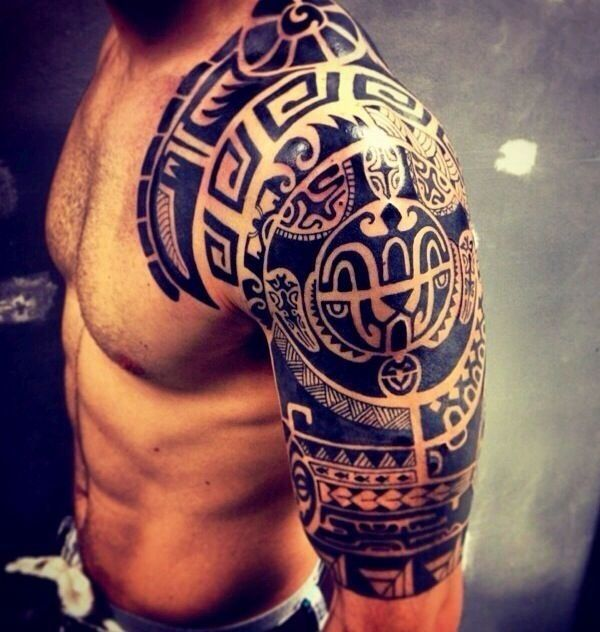 Wow, I really need to get an arm tattoo like this! That detail, man...