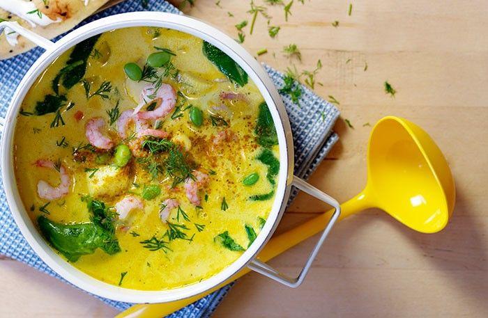 """<p class=""""p1""""><span class=""""s1"""">Fisk och curry är en god kombo, och dill och vinäger ger soppan fräsch friskhet. Att blanda dill med spenat är vanligt i Indien.</span></p>"""
