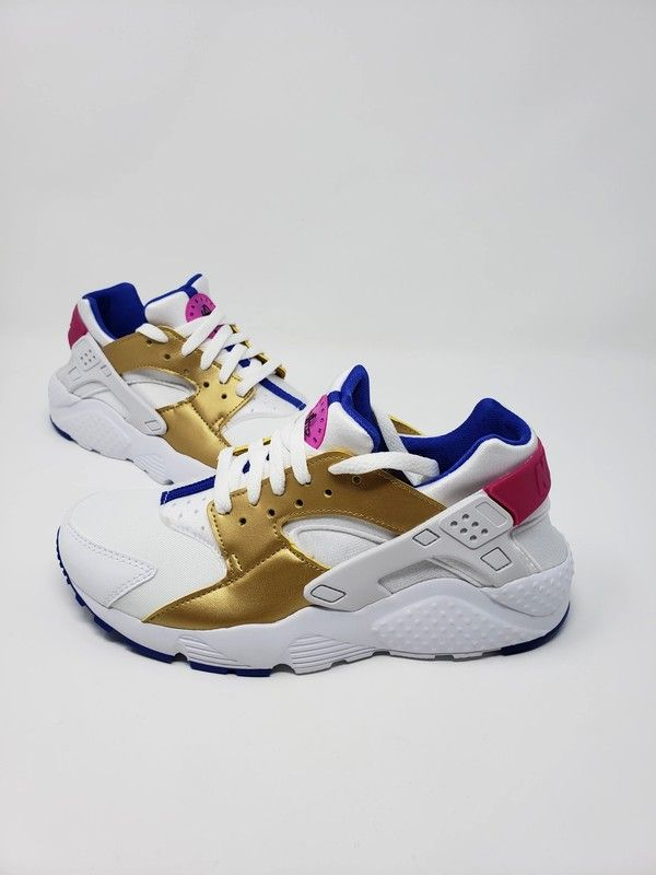 mudo Todopoderoso darse cuenta  ITEM: Nike Huarache Run (GS) ITEM#: 654280 109 SIZE: Youth 6 COLOR: White/Metallic  Gold-Racer Blue CONDITION: Brand New … | Nike huarache, Huaraches, Huarache  run