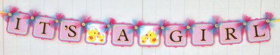 Bannière de canard en caoutchouc, c'est une bannière de la fille, le rose, le jaune et le bleu