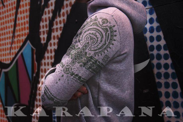 Takuu Atoll - дизайн посвящен татуированным племенам полинезийской акватории. В архаической полинезийской культуре татуировки служили не просто украшением тела, а целым ритуалом, в который вкладывался глубокий сакральный смысл. Каждый из элементов полинезийских рисунков имеет своё название, определенный смысл. Все эти рисунки напоминают искусную резьбу по дереву (чем так же славились полинезийские племена), соединяющую в себе уникальную красоту и глубину этих необычных узоров.