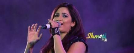 Shreya Ghoshal at Dharwad Utsav 2013
