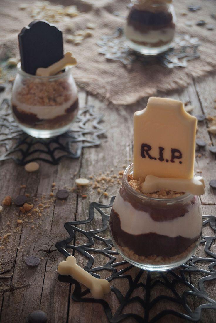 Vasitos de tres chocolates y galleta para Halloween