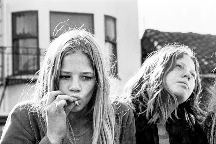 """Zoe Ortiz - """"death of the hippies article"""" - les negatives du ideologie des hippies"""