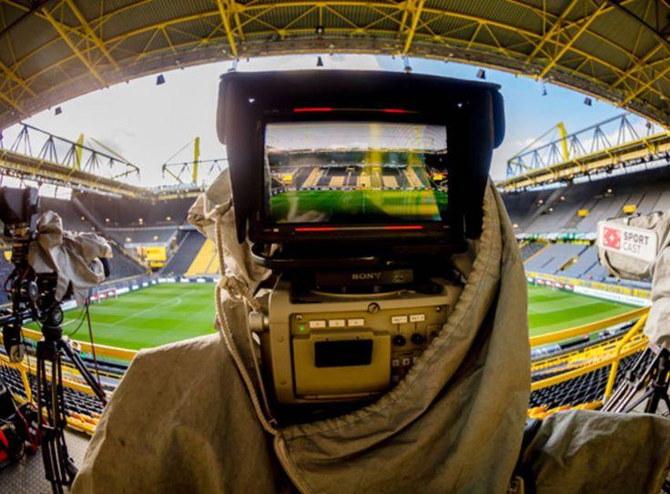 """""""BVB total!"""", die Videoplattform von Borussia Dortmund im Internet, berichtet nicht nur täglich mit exklusiven Videos rund um den BVB, sondern überträgt auch sieben der acht Vorbereitungsspiele im Livestream."""
