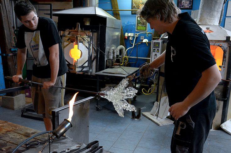 Making of a single glass-blown component Venus Flytrap by Barbora Jarosova.