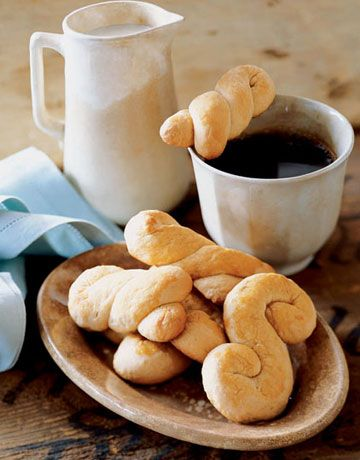 These crisp, honey-sweetened biscuits are made from a simple non-rising dough that makes it possible to put them on the #Easter breakfast table with little effort and time. #recipes
