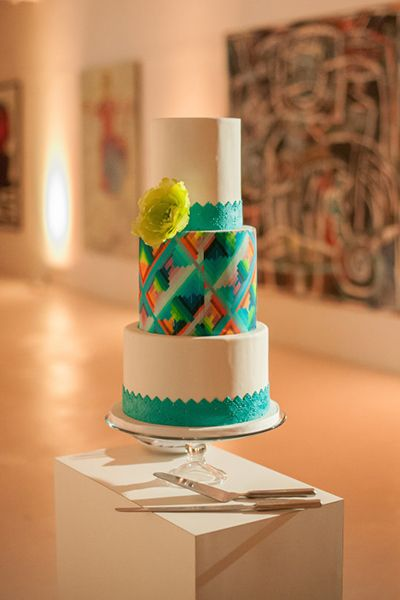 This rainbow of a wedding cake takes inspiration from bold street art. Placed in the middle of an art gallery, it looks like a piece of art itself.