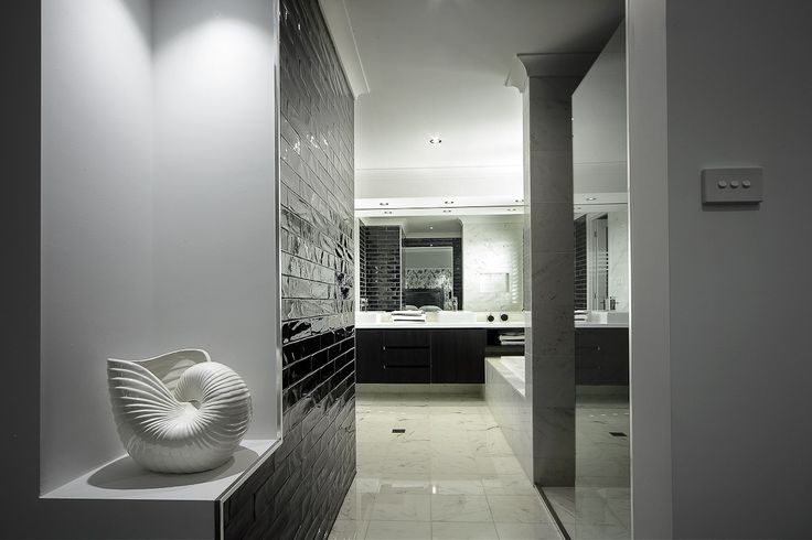 Ensuite - Toscano 339 with Ascent Facade on display at The Ponds