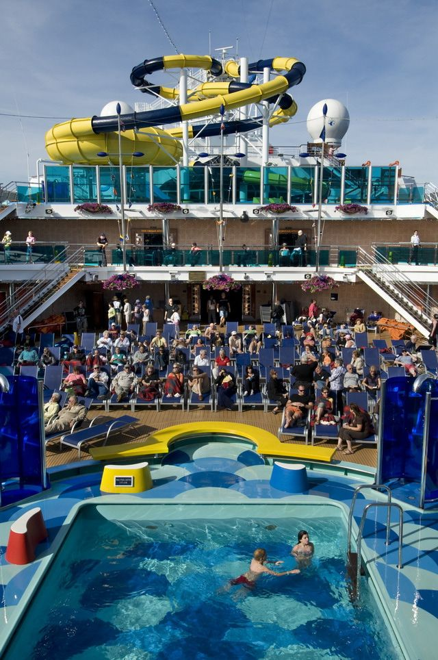 Carnival Dream: Carnival Dream - Waves Pool
