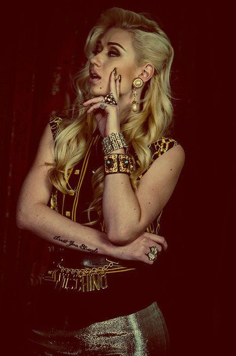 Iggy is soo pretty don't know how she does it