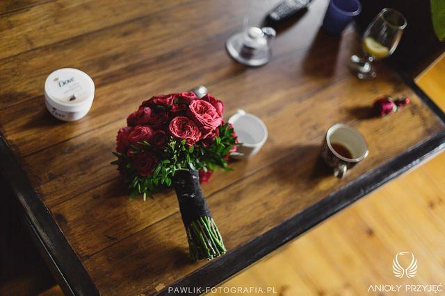 Rock Wedding,Wedding bouquet,Red roses bouquet/Rockowe wesele,Bukiet ślubny,Czerwone róże,Anioły Przyjęć
