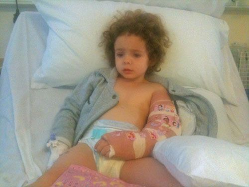 Girl in bed with a broken arm - Feeling like a bad mum www.FranglaiseMummy.com