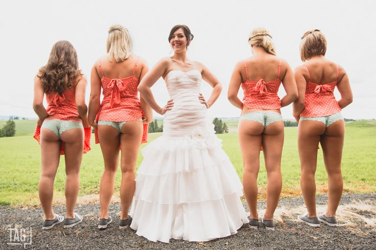 awkward bridesmaids photos