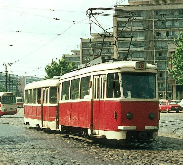 Imagine de epocă de la Piața Iancului din 1973, cu un tramvai V56.