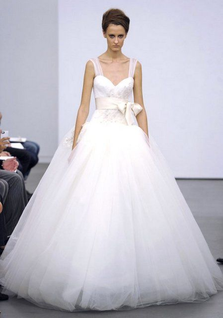 272 best ball gown wedding dresses images on pinterest for Vera wang princess ball gown wedding dress