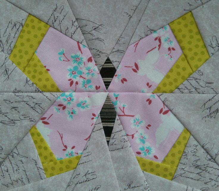 Perhonen A, paper piecing-tekniikalla, koko n. 25x25 cm, suurensin alkuperäistä 200 %.  Huhtikuu 2017
