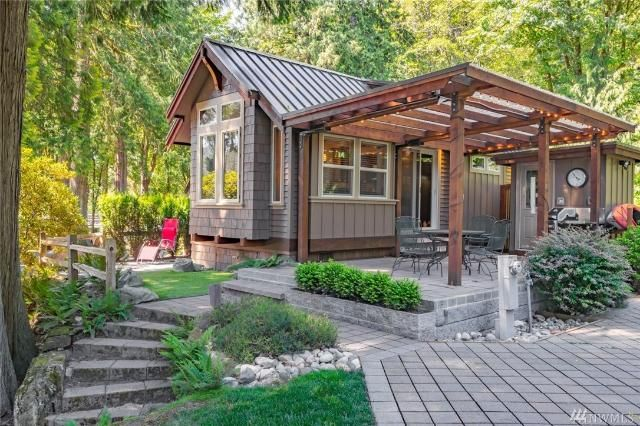 Tiny House Town Three Bedroom Lakefront Cottage 399 Sq Ft Tiny Cottage Tiny House Cabin Tiny House Towns