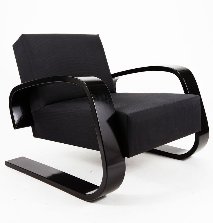 Alvar Aalto Tank chair, model nr.400, designed in 1936 and produced by Artek Oy, Finland. / Artek