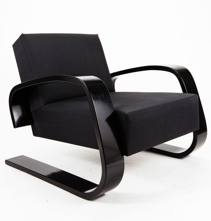 Alvar Aalto Tank chair, model nr.400, designed in 1936 and produced by Artek Oy, Finland. / Artek