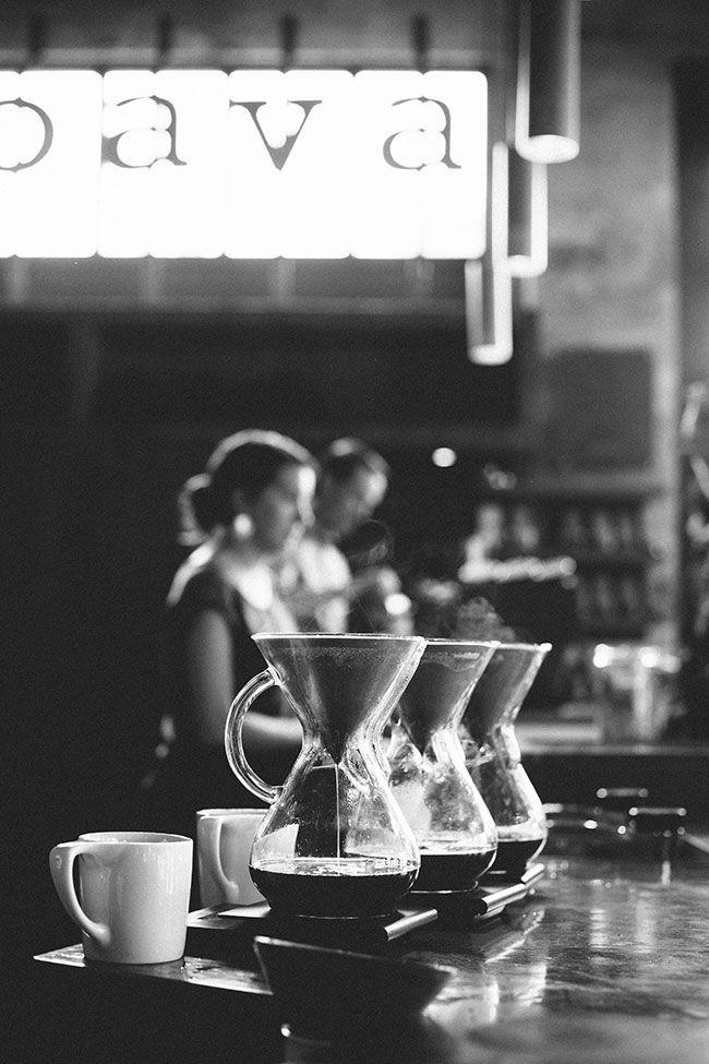 """""""El café fuerte me resucita, me causa un escozor, una carcoma singular, un dolor que no carece de placer. Mas me gusta, entonces, sufrir que no sufrir"""" Napoleón Bonaparte (1769 - 1821); militar y gobernante francés.."""