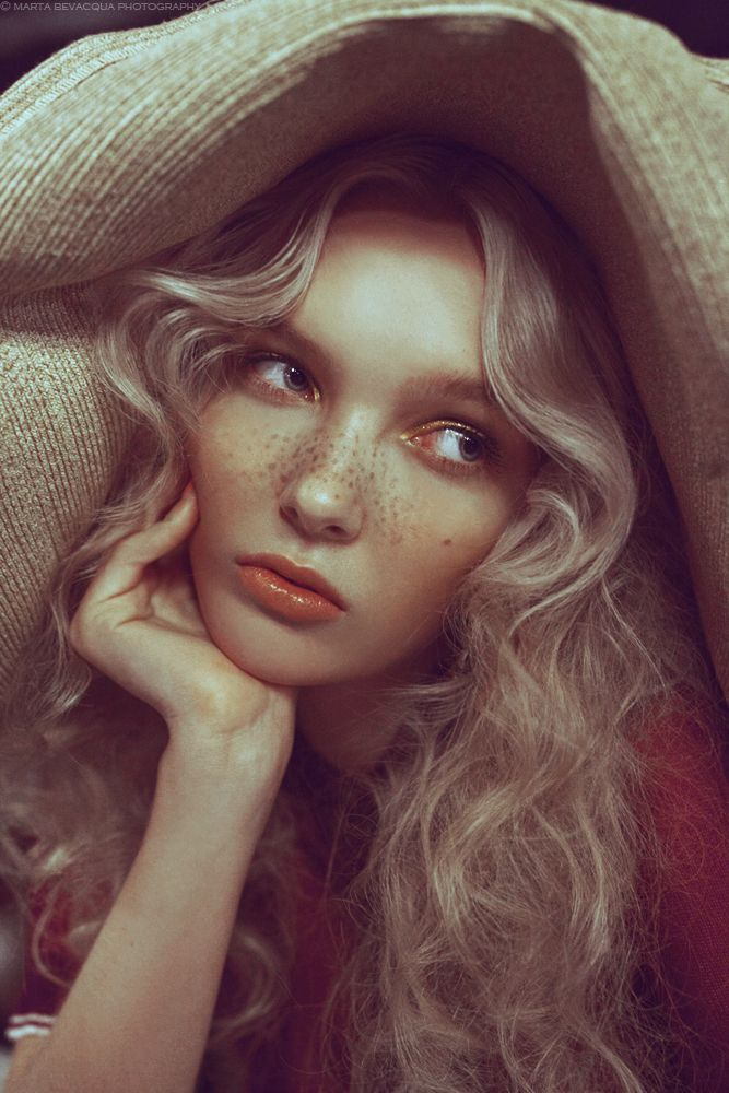 Photography: Marta Bevacqua; Model: Adele McKeen @ IMG Paris; Make-up: Camille Lutz; Hairstyle: Mayu Morimoto; Styling: Andréa Ottaviani; Location: Margherita- Paris // Published on Mia Le Journal