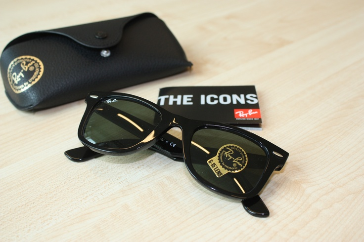 Ray-Ban the Icons: http://www.misterspex.fr/lunettes-de-soleil/ray-ban-original-wayfarer-rb-2140-901_f4724.html