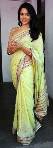 Love Sameera's sari, this would look great with a sleeve blouse also
