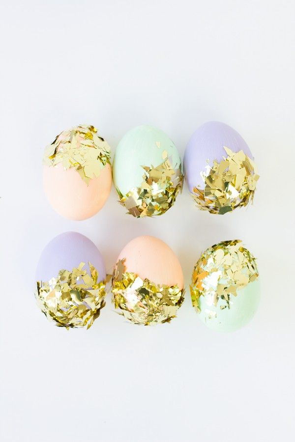 DIY Confetti Dipped Easter Eggs: Dips Eggs, Diy Ideas, Confetti Dips, Dips Easter, Easter Eggs, Gold Confetti, Decor Diy, Diy Confetti, Confetti Eggs