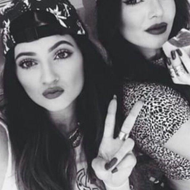 صور بنات ابيض واسود Girls Black White اجمل رمزيات بنات Kendall Jenner Jenner Sisters Jenner