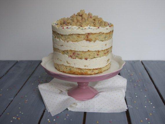C'est le gâteau phénomène du moment à New-York: le gâteau d'anniversaire ultime!!! Je ne pouvais pas passer à côté, j'ai donc testé le fameux Momofuku Birthday Cake: sa présentation signature avec couches de gâteau apparentes, ses miettes croustillantes et ses sprinkles de couleurs