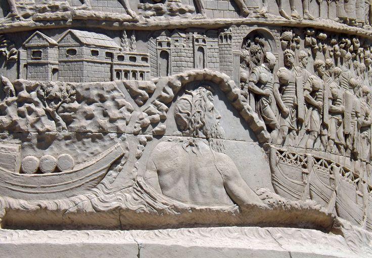Il Danubio, divinità fluviale, osserva il passaggio dell'esercito imperiale sul ponte di barche nel corso della I guerra dacica (101 d.C.) - Colonna Traiana, Roma